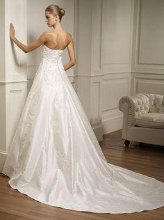 Google Image Result for http://sangmaestro.com/wp-content/uploads/2012/04/cheap-wedding-dresses.jpg