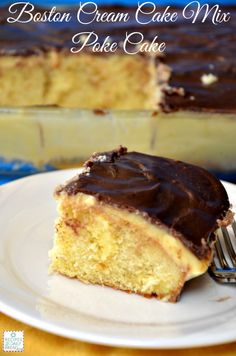 Easy Boston Cream Cake Mix Poke Cake - I baked a cake mix and poked holes in it with the back of a wooden spoon. I topped it with two boxes of instant vanilla pudding and a homemade icing or ganache. Poke Cake Recipes, Dessert Cake Recipes, Poke Cakes, Healthy Dessert Recipes, Easy Desserts, Delicious Desserts, Cupcake Cakes, Dump Cakes, Dessert Ideas