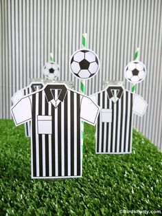 Soccer football birthday party ideas for boys or girls! Lots of creative DIY decorations, party printables, food and fun favors ideas! Soccer Birthday Parties, Birthday Party Desserts, Birthday Cup, Football Birthday, Football Parties, Soccer Baby, Football Soccer, Football Desserts, Soccer Decor