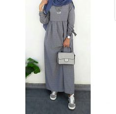 30 Casual Winter Hijabi Outfits To Fall In Love With - Zahrah Rose Fashion Suits, Fashion Top, Modest Fashion, Hijab Fashion, Fashion Ideas, Stylish Hijab, Casual Hijab Outfit, Hijab Chic, Modest Maxi Dress