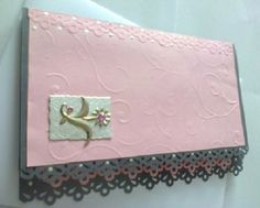 Růžová květinka v růžovém Ručně vyrobené přáníčko/komplimentka pro každou příležitost. Přáníčko je zlevněné, uvolnila se část růžové čtvrtky. Obálka v ceně :-). Při nákupu nad 500,00 Kč poštovné zdarma!