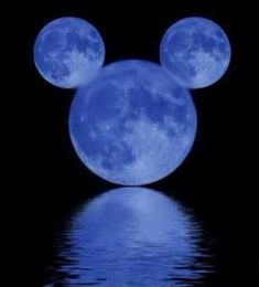 The moon in the shape of Mickey Mouse. Mickey Mouse Art, Mickey Love, Mickey Mouse Wallpaper, Mickey Mouse And Friends, Disney Wallpaper, Mickey Head, Cute Disney, Disney Dream, Disney Magic