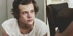 ~HARRY ON~            A minha vontade era de sumir, lá estava a droga da garota que mais tinha a capacidade de me tirar do sério no mundo i...