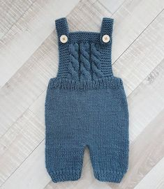 Knitting For Kids, Knitting For Beginners, Baby Knitting Patterns, Baby Patterns, Baby Pants Pattern, Romper Pattern, Crochet Baby Pants, Knitted Baby Clothes, Baby Suspenders