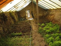 Great under ground green-house uses natural geothermal heating/cooling. If I ever have a yard of my own, I'm doing it. Great under ground green-house uses natural geothermal heating/cooling. If I ever have a yard of my own, I'm doing it. Best Greenhouse, Outdoor Greenhouse, Greenhouse Growing, Greenhouse Plans, Greenhouse Gardening, Greenhouse Wedding, Homemade Greenhouse, Portable Greenhouse, Pallet Greenhouse