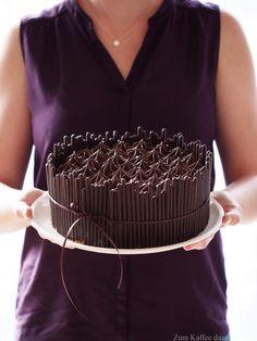 Chocolate CakeUltra leckere und schokoladige Kokos-Torte mit ganz viel Zartbitterschokolade