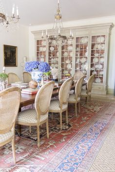 Color palette traditional Dining RoomRooms with rugs. Color palette traditional Dining Room 59 Latest Farmhouse Decor Ideas For Dining Room Dining Room Walls, Dining Room Sets, Dining Room Design, Dining Chairs, Arm Chairs, Living Room, Traditional Dining Rooms, Traditional Interior, Small Dining