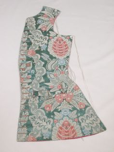 Front, man's waistcoat, 1726 - 1735 Materials 	Silk damask, silk, satin and linen