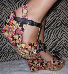 Sandalias decoradas con flores
