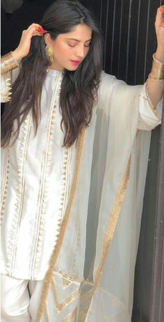 Hottest Pakistani Actress on Eid 2019 Pics & Sexy Wallpapers - Top 10 Ranker Source by clothes pakistani Asian Wedding Dress Pakistani, Simple Pakistani Dresses, Pakistani Fashion Party Wear, Pakistani Dress Design, Pakistani Outfits, Pakistani Kurta, Indian Dresses, Indian Outfits, Stylish Dresses For Girls