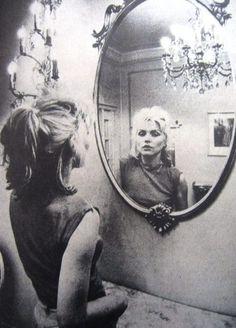 Debbie Harry- Blondie Lead Singer (Probably not Punk Rock per se, but she is an awesome singer! Riot Grrrl, Mirror Reflection, Francisco Javier Rodriguez, 80s Punk Fashion, Fashion Teens, Rock Fashion, Lolita Fashion, Fashion Dresses, Feral Heart