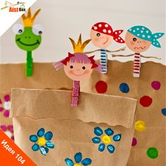 Есть много способов интересно оформить подарки, одним из них мы сегодня хотим с Вами поделиться! Для этого нам нужно только запастись прищепками! Ими потом можно украсить подарочный пакетик, или просто освежить интерьер! А можно даже устроить свой маленький кукольный театр!  Делаем веселые прищепки!