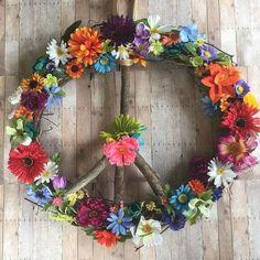 Bedroom Diy Ideas Hippie Peace Signs Ideas For 2019 Hippie Kids, Hippie Baby, Hippie Peace, Happy Hippie, Hippie Bohemian, Hippie Nursery, Peace Sign Art, Peace Signs, Hippie Garden