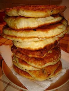 Pie with cabbage, cheese or jam Romanian Desserts, Romanian Food, Bread Recipes, Cooking Recipes, Restaurant Recipes, Us Foods, Bakery, Food And Drink, Yummy Food