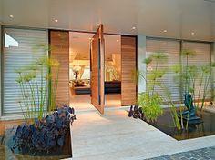 Entrada: Tem espelho d'água e paisagismo de Luiz Carlos Orsini, além de escultura de Sônia Ebling que parece flutuar (Jomar Bragança/Divulgação)