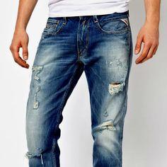 Um jeans rasgado e detonado — destroyed — deve entrar para seu guarda-roupa neste outono-inverno, se você quiser fazer um estilo bem cool e moderno. Mas como toda peça fashion, precisa ser combinado com cuidado com o resto da roupa. Leia a matéria completa no site.