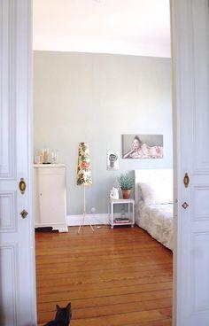 Auf den Fotos wirkt die Kammer größer als sie ist. Der Raum ist recht lang aber…