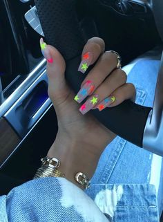 Kylie Jenner plays the leading role in nail art design nailart naildesigns Aycrlic Nails, Gradient Nails, Neon Nails, Star Nail Art, Star Nails, Star Nail Designs, Acrylic Nail Designs, Stylish Nails, Trendy Nails
