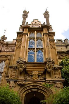 Gothic entrance at Knebworth House in Hertfordshire, England (by Sic Itur Ad Astra).