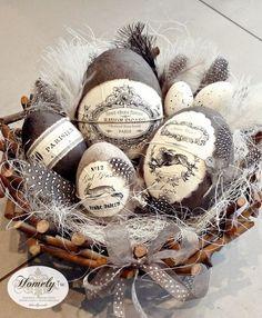 Patterned Easter Eggs - Easter crafts for adults Hoppy Easter, Easter Eggs, Easter Table, Spring Crafts, Holiday Crafts, Decoration Originale, Diy Ostern, Egg Art, Easter Holidays