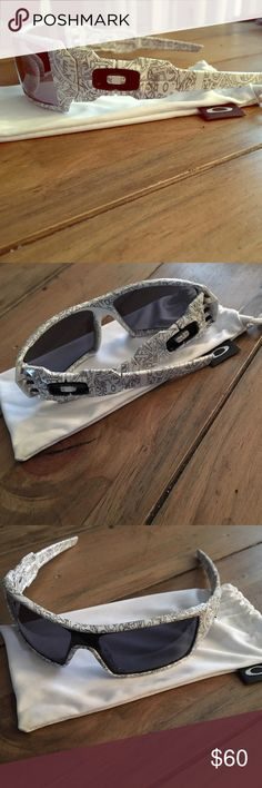 Men's Oakley oil rig white sunglasses. Men's Oakley oil rig white  .  Gently used but very cared for.  No scratches.  Comes with the Oakley storage bag as shown. Oakley Accessories Glasses