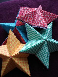 DIY: origami stars Perfect for Christmas ornaments Origami Diy, Origami Stars, Origami Paper, Diy Paper, Paper Crafting, Dollar Origami, Origami Hand, Fun Crafts, Diy And Crafts
