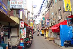 10 Amazing Things To Do In Seoul, South Korea: Itaewon © liddybits