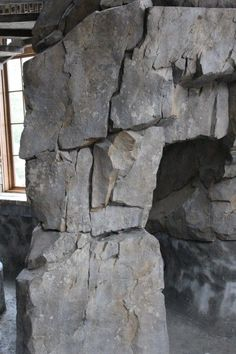Vertical Artisans is a subscription site teaching and illustrating the methods styles and techniques of hand carved vertical decorative concrete used on vertical surfaces. Cement Art, Concrete Art, Concrete Design, Pierre Decorative, Artificial Rocks, Rock Fountain, Stone Wall Design, Fake Rock, Busa