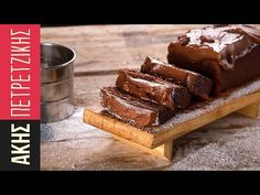 A quick and easy cake by Greek chef Akis Petretzikis. A rich and delicious cake with cream cheese and chocolate hazelnut spread! Greek Sweets, Greek Desserts, Greek Recipes, Cookbook Recipes, Kitchen Recipes, Dessert Recipes, 3 Ingredient Cakes, Greek Cake, Chocolate Hazelnut