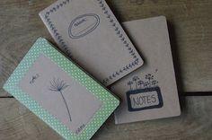notitieboekjes zijn té leuk om niet in je tas te hebben. Je kunt er onderweg direct in noteren wat je allemaal hebt uitgegeven... (of niet).