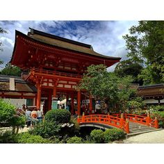 上賀茂神社 楼門と玉橋 #京都 #世界遺産 #上賀茂神社 #賀茂別雷神社 #重要文化財 #玉橋 #楼門 #京の夏の旅 #寺社仏閣 #gate #importantculturalproperties #worldheritage #japan #kyoto #japanesestyle #shrine #ig_nihon #icu_japan #mobile_perfection #IGersJP #bd_mobile #beautiful #pretty #amazing #iphoneonly #nofilter #mobilephotography (by zaitu0618)