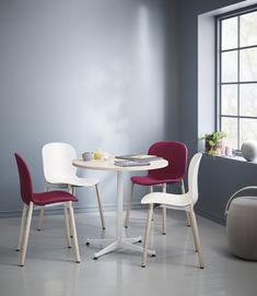 RBM Noor is a colourful and versatile collection of meeting, conference and canteen chairs in a contemporary classic design. Matches perfectly with RBM u-Connect – a flexible, light and easy-to-use table. Dining Chairs, Dining Table, Contemporary Classic, Good Energy, Coworking Space, Scandinavian Design, Canteen, Connection, Sweet Home