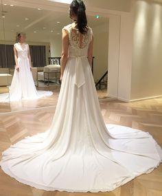 galia lahav「ガリアラハヴが着たい⚡︎ ドレス選び、一応終わっていたけれど、マグノリアホワイトに行かずに決めた事が気になっていて。 一度きりのドレス選びに心残りを作りたくなくて伺いました。 それで気に入る物がなければ決めたドレスに自信も持てるし悔いもなくなる♪ と思ったんだけど‥うぅ‥…」