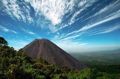 Volcán de Santa Ana: el más alto de la cadena volcánica del Pacífico.