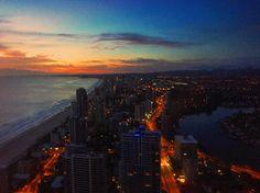 What a view #latergram #sunrise #stayedupallnight #vscocam #vscotravel #goldcoast #surfersparadise #epicsky #gradientsky #gradientnation #viewfrommywindow