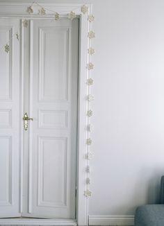 Stjerne Girlander #SandnesGarn #GratisOppskrift Bunting Garland, Garlands, Christmas Diy, Knitting, Furniture, Stars, Crochet, Design, Home Decor