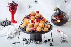 Halloween Mini-Berliner mit Augen » Einfaches Rezept & Anleitung Muffin, Halloween, Breakfast, Food, Kuchen, Morning Coffee, Essen, Muffins, Meals