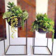 Sukulenty w metalowych stojakach nr. 199 Container Design, Flower Arrangements, Planter Pots, Home And Garden, Dom, Flowers, Decoration, Google, Home Decor
