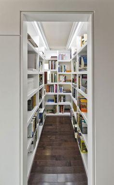 No, jos ei kokonaista kirjastohuonetta saa koskaan, niin kyllä se tämmönenkin käy mainiosti. =)