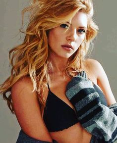 """Katheryn Winnick truly puts the """"win"""" on Winnick as she plays the role of Lagertha, one of the hottest queens in television history. Katheryn Winnick Vikings, Beautiful Celebrities, Beautiful Actresses, Most Beautiful Women, Beautiful Redhead, Ontario, Canadian Actresses, Toronto, Belleza Natural"""