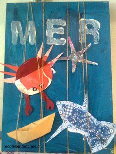 une planche de bois, faire un fond au pinceau. aire dessiner sur du papier scrapbooking un poisson , puis un autre poisson un peu plus grand de même forme . Coller le petit poisson sur le grand , ajouter des nageoires , un œil...l'insérer entre les ficelles et coller. Art Plastique, Under The Sea, Big Kids, Summer Fun, Pirates, Crafts For Kids, Animation, Scrapbook, Seaside