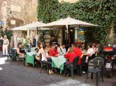"""Italia """"invasa"""" dagli stranieri a caccia di cibi genuini. Nel 2013 i turisti d'oltre confine più degli italiani. Un terzo della spesa in alimenti e bevande"""