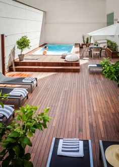 Urban pool terrace in Madrid