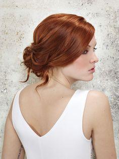 Un chignon flou qu'on adore ! Créé par Lucie Saint-Clair. http://www.journaldesfemmes.com/mariage/coiffure-mariage/coiffure-mariage-2013/coiffure-de-mariee-chignon-bas.shtml