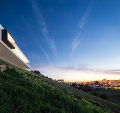 Modern Villa Escarpa by Mario Martins