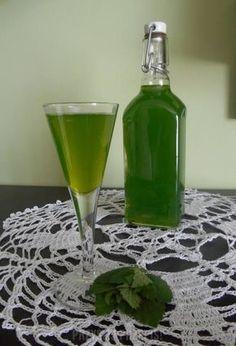 Nalewka miętowa, miętówka Diet Tips, Glass Vase, Mint, Homemade, Drinks, Tableware, Calzone, Cos, Recipes