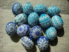 kraslice voskem - Easter Crafts, Christmas Crafts, Easter Egg Pattern, Egg Tree, Ukrainian Easter Eggs, Painted Shells, Quilted Ornaments, Egg Designs, Coloring Easter Eggs