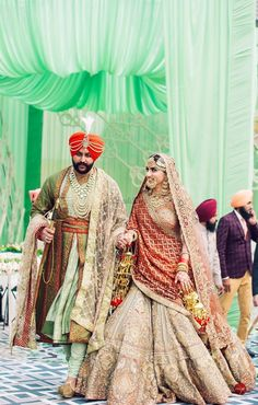 This groom's blush pink heavily embellished dupatta in a checkered pattern over a pistachio green angrakha is one of the latest stole designs for grooms. Sikh Wedding Dress, Punjabi Wedding Suit, Punjabi Wedding Couple, Wedding Lehnga, Indian Wedding Couple Photography, Indian Bridal Lehenga, Indian Bridal Outfits, Indian Bridal Fashion, Indian Bridal Wear