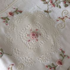 Fotoğraf açıklaması yok. Knit Shoes, Sweater Design, Knitted Shawls, Knitting Socks, Knitting Designs, Hand Embroidery, Knit Crochet, Applique, Elsa