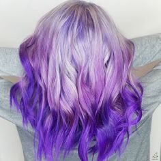 Channeling a fun, creative, and playful style? Choose this silver purple hair that comes out very lively with waves. Feel free to check the board and visit our website to see more hair color 2020 trends! #silverpurplehair #silverpurplehaircolor